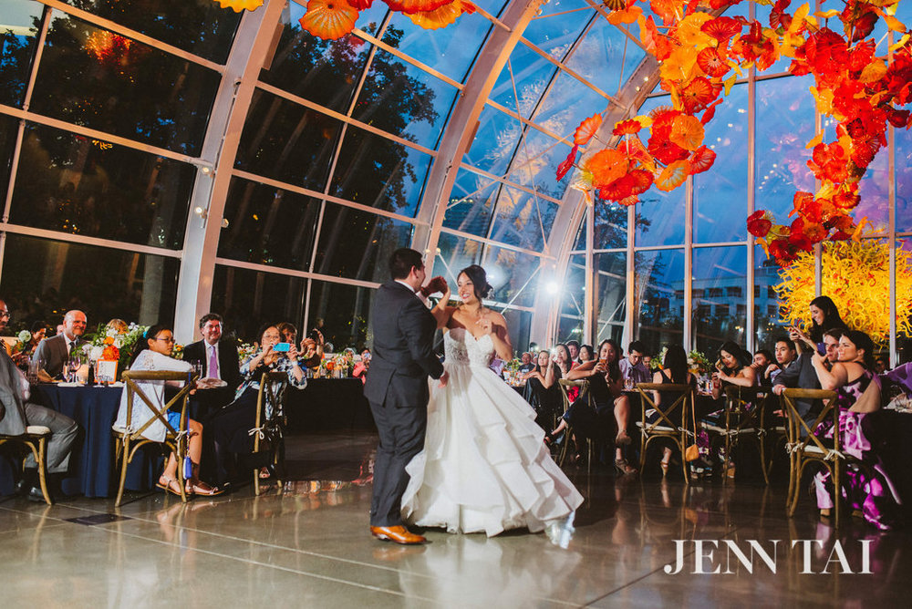 Rustic Wedding At Chihuly Garden And Glass With Seattle Wedding