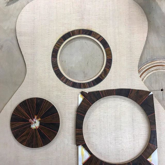 It's been a while since the last post but here's a custom rosette for a 12 string. It's made of cocobolo segments with a thin red line separating them to bring out the orange and red tones. Cheers! #luthier #guitar #luthiery #acousticguitar #handmade #madeintheusa #art