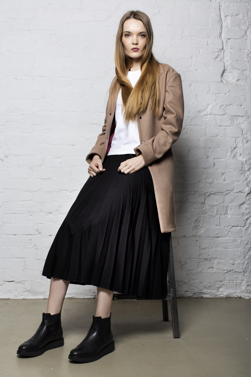 coat KEYCE, t-shirt CHRISTIAN BERG, skirt PLISSIMA, shoes DEICHMANN