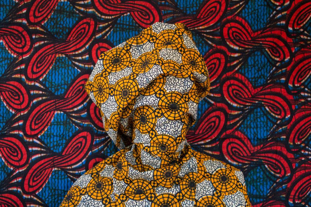 Uma fotografia da série Borderlands, da exibição solo da artista multimídia Alia Ali, que foi inspirada pelo clima hostil que muitos refugiados encontraram em terras estrangeiras. Na Gulf Photo Plus, na Alserkal Avenue