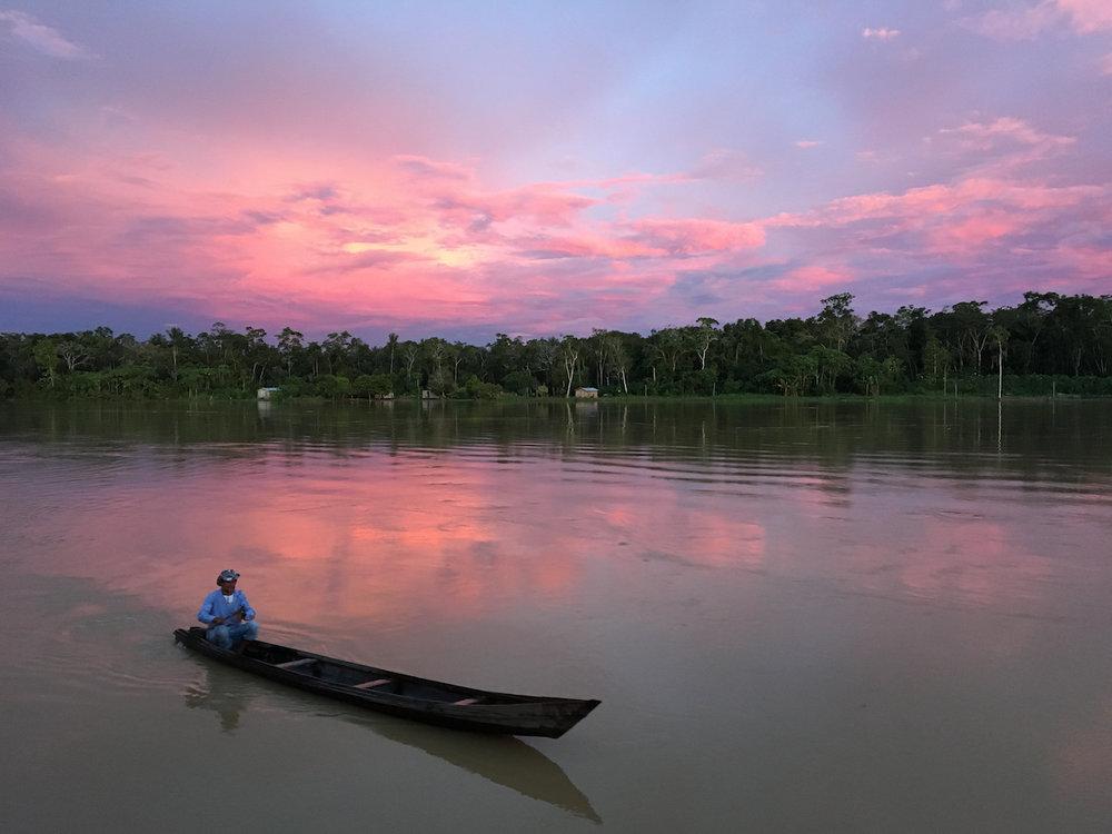 Pôr do Sol na Amazônia, Comunidade Venezuela. Fotografia: Leticia Cazarré