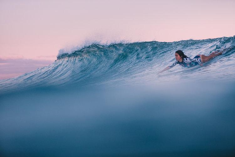 A marca novaiorquina Tuulikki, de biquinis sustentáveis, propõe materiais que não poluem o meio ambiente, mas garantem o conforto e a performance feminina em esportes aquáticos.