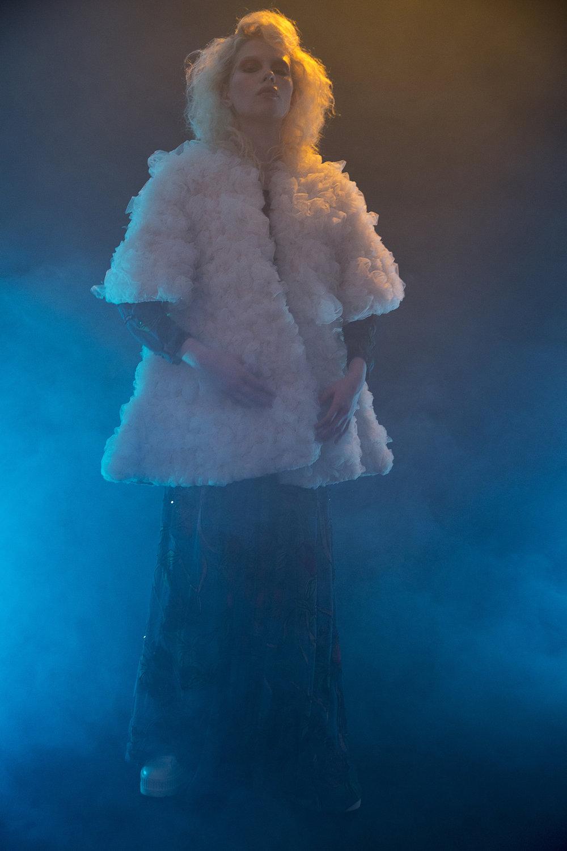 Casaco bordado de tulê Renata Buzzo,Vestido Bordado Aparatamento 03,Meia Gucci,Tênis Puma Fenty