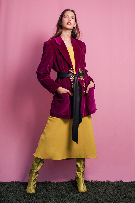 Blazer Frou Frou, vestido Amissima, bota Okoko & Abel