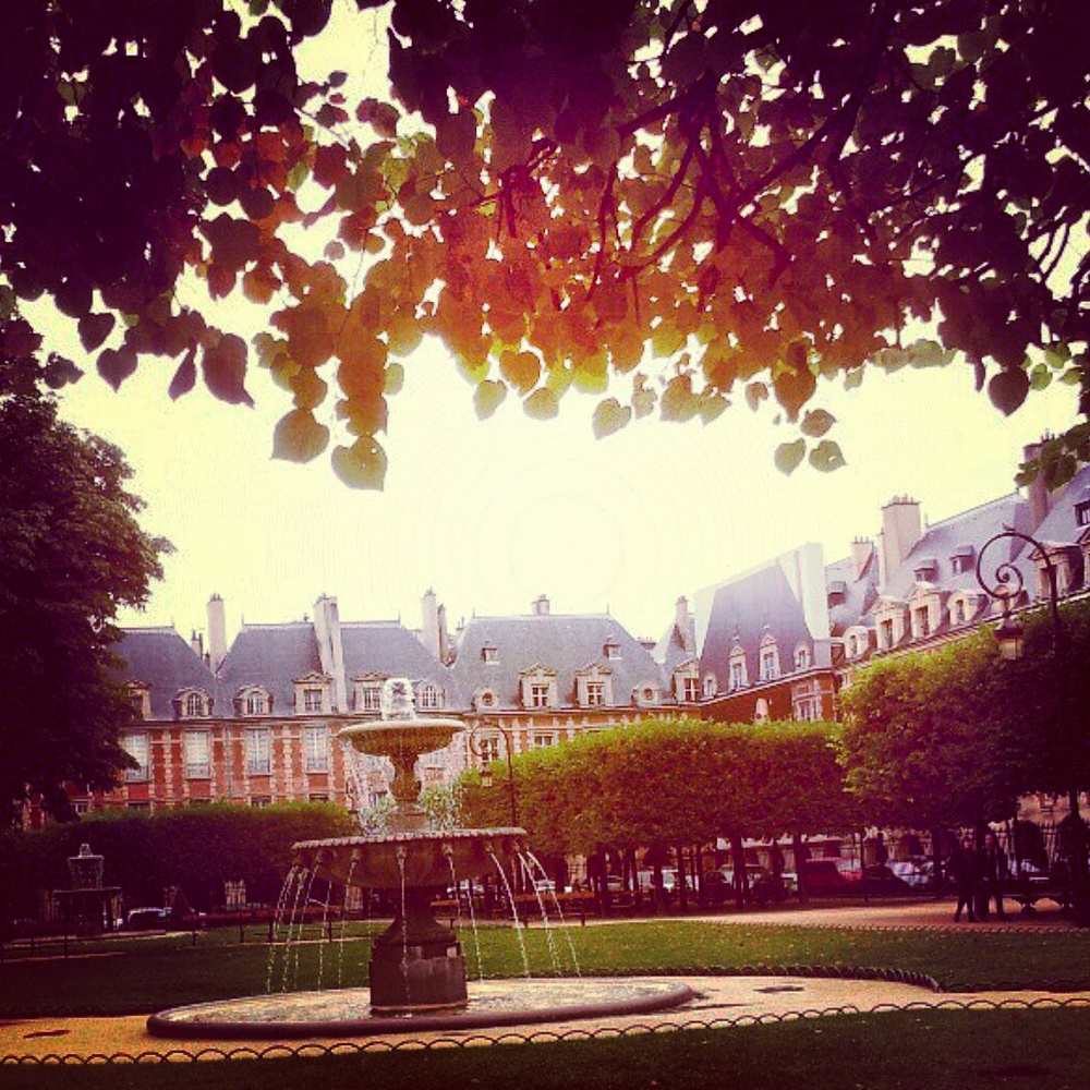 18. Olivia Collins_Photography_Place des Vosges_Paris_France.jpg