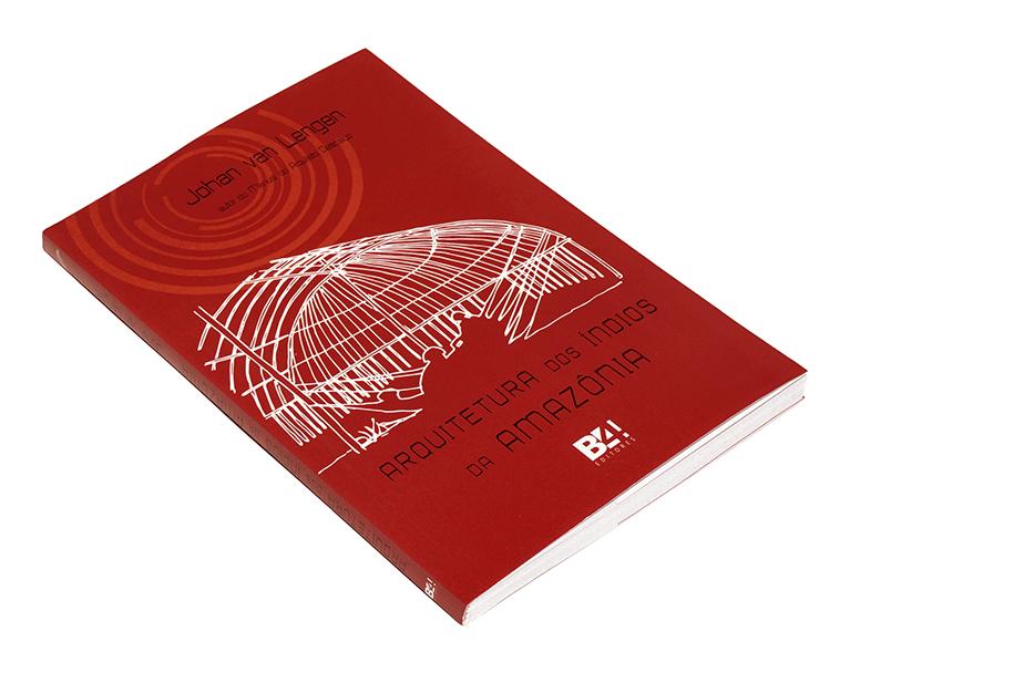 Arquitetura dos Indios da AmazoniaComo os índios da Amazônia constroem suas habitações?Quais materiais são utilizados?O que podemos aprender e adaptar ao nosso cotidiano?As respostas estão na análise que Johan van Lengen propõe como saída para os dilemas e as transformações que assolam o mundo no início do século XXI - da futura escassez dos materiais, à poluição do planeta e a devastação do ambiente.Este livro tem o objetivo de demonstrar que o homem pode usar saberes ancestrais que só nos ajudariam a manter o equilíbrio do mundo, sem provocar impactos suscetíveis de desestruturar a vida e o homem. -