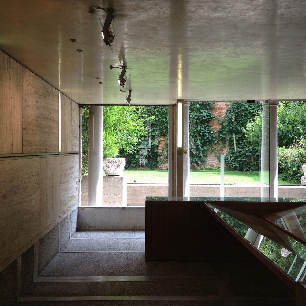 Looking at the inner courtyard. The Fondazione Querini Stampalia, Venezia ( Scarpa 1969)