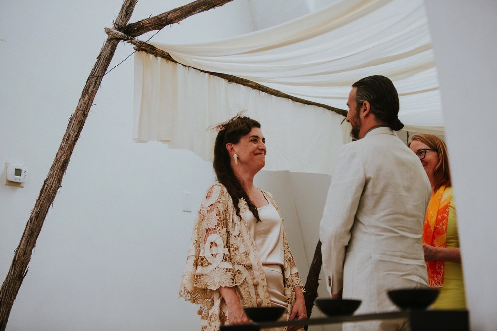 0000000000000000000036_Dwan-Light-Sanctuary-Wedding-Photos_Johnson-Mumford_Rainbow-Wedding_Montezuma-New-Mexico-Wedding-Photography-32.jpg