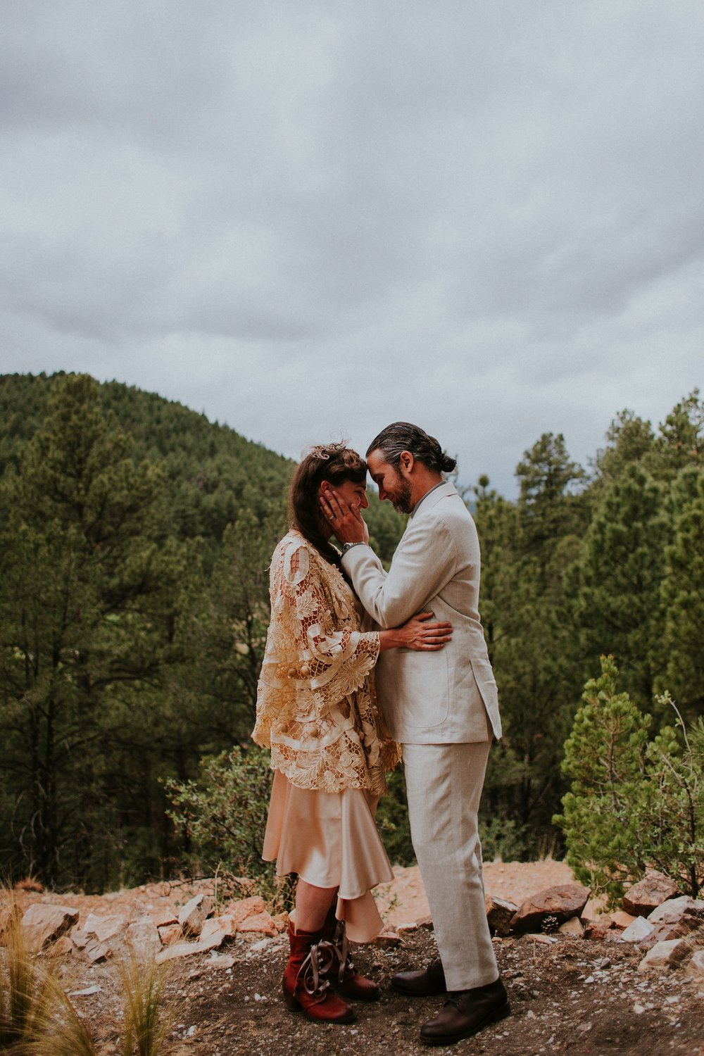 0000000000000000000062_Dwan-Light-Sanctuary-Wedding-Photos_Johnson-Mumford_Rainbow-Wedding_Montezuma-New-Mexico-Wedding-Photography-58.jpg