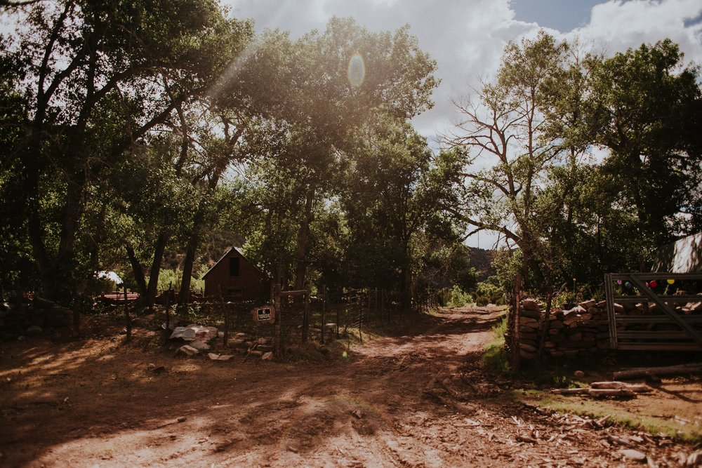 0000000000000000000099_Dwan-Light-Sanctuary-Wedding-Photos_Johnson-Mumford_Rainbow-Wedding_Montezuma-New-Mexico-Wedding-Photography-113.jpg