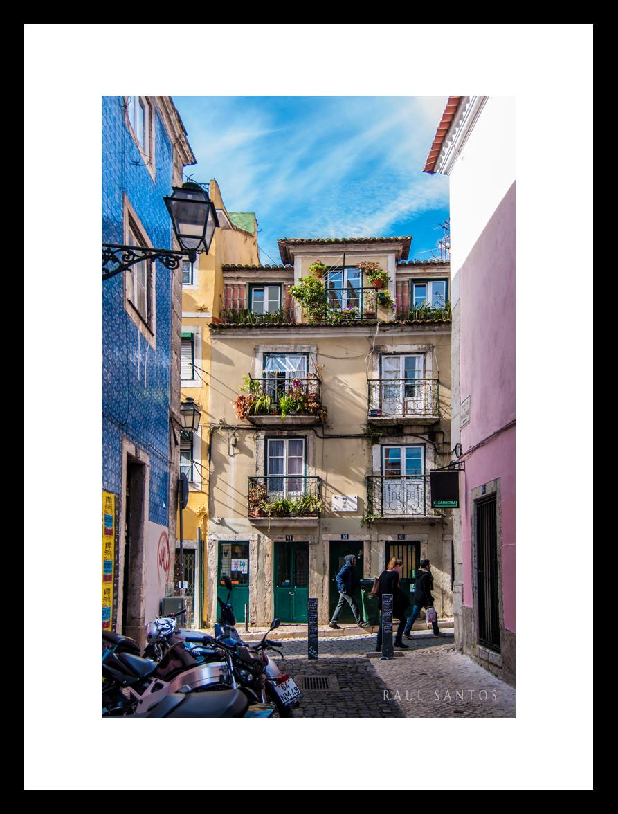 Alfama - Lisboa - Impressão em Papel Fotográfico Kodak FoscoMoldura não incluída20x30cm - R$6930x45cm - R$8140x60cm - R$10060x90cm - R$137
