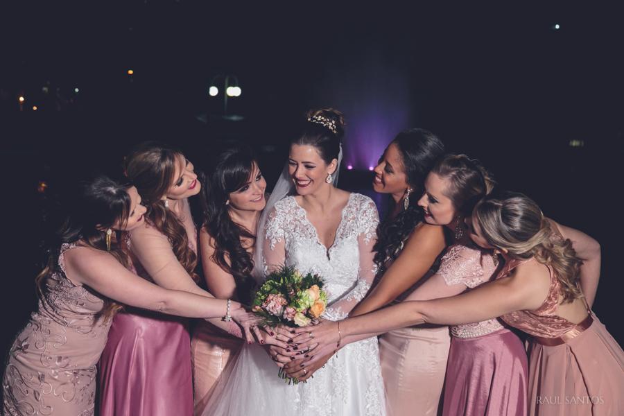Noiva e madrinhas no Gremio Nautico Uniao