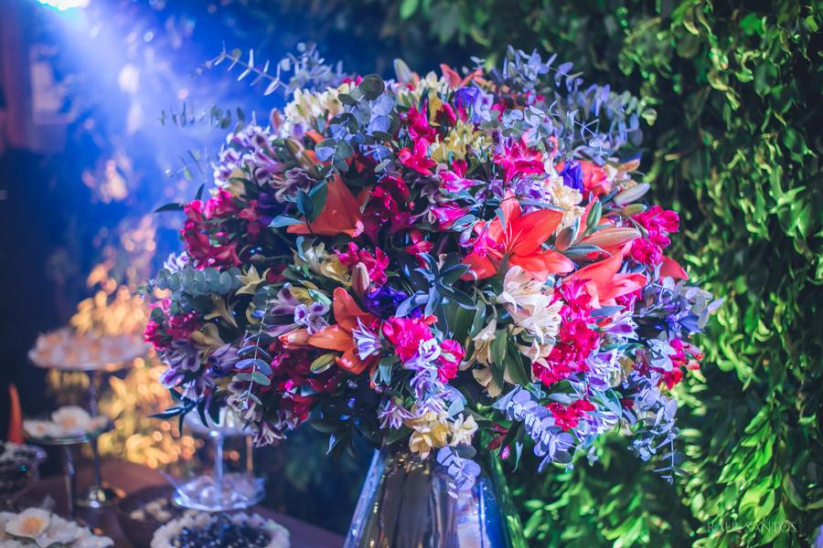 Fiori della festa. I fiori della festa di matromonio. Addobbi della tavola in colori vivace.