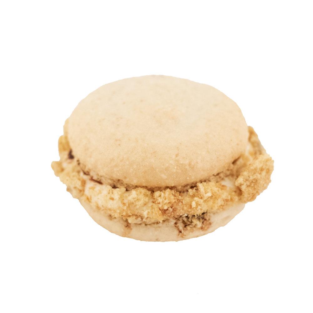 Smores Macaron.jpg
