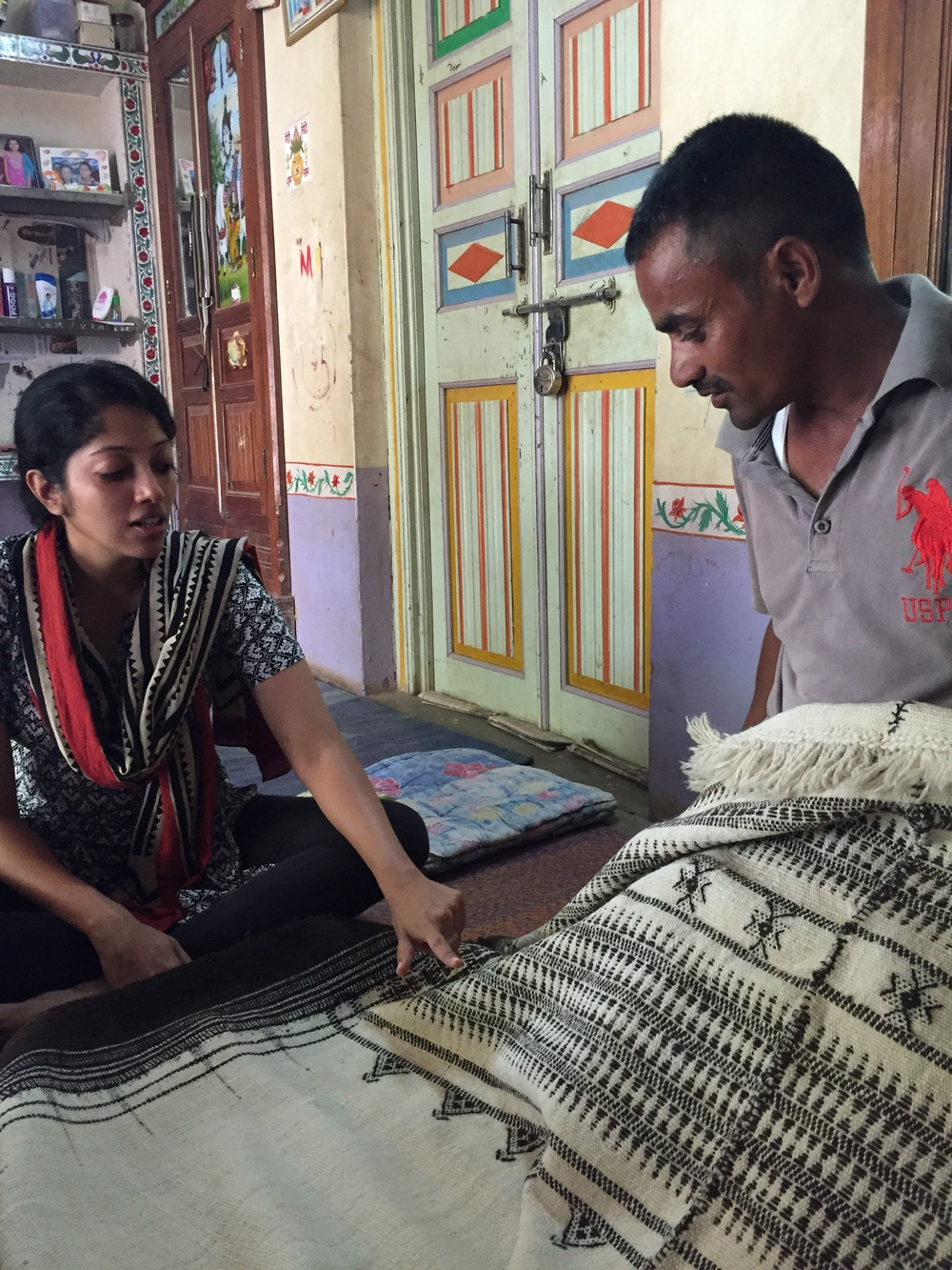 Arushi chats with Ramji about this handwoven blanket during our #ExploreTheInitiative adventure to Gujarat.