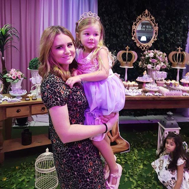Nossa princesa teve uma festa tão linda quanto ela! Amor meu! Nossa Rapunzel!  #rapunzel #enrolados #festainfantil #decoracaodefesta #decoracaoinfabtil #amordetia