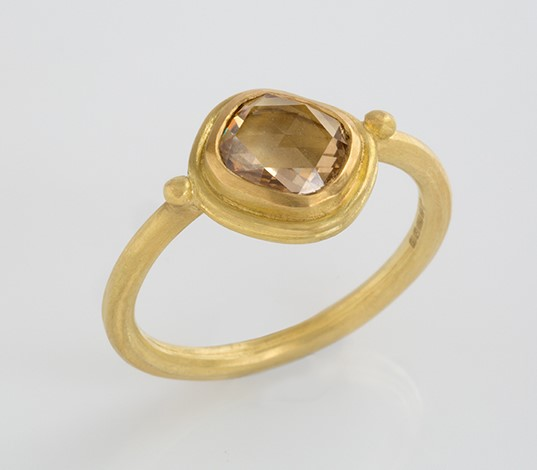 Engagement ring in facetted cushion cognac diamond and 18ct gold