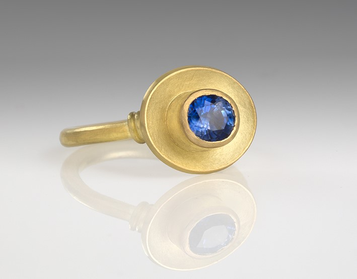 Sapphire engagement ring in 18ct matt gold