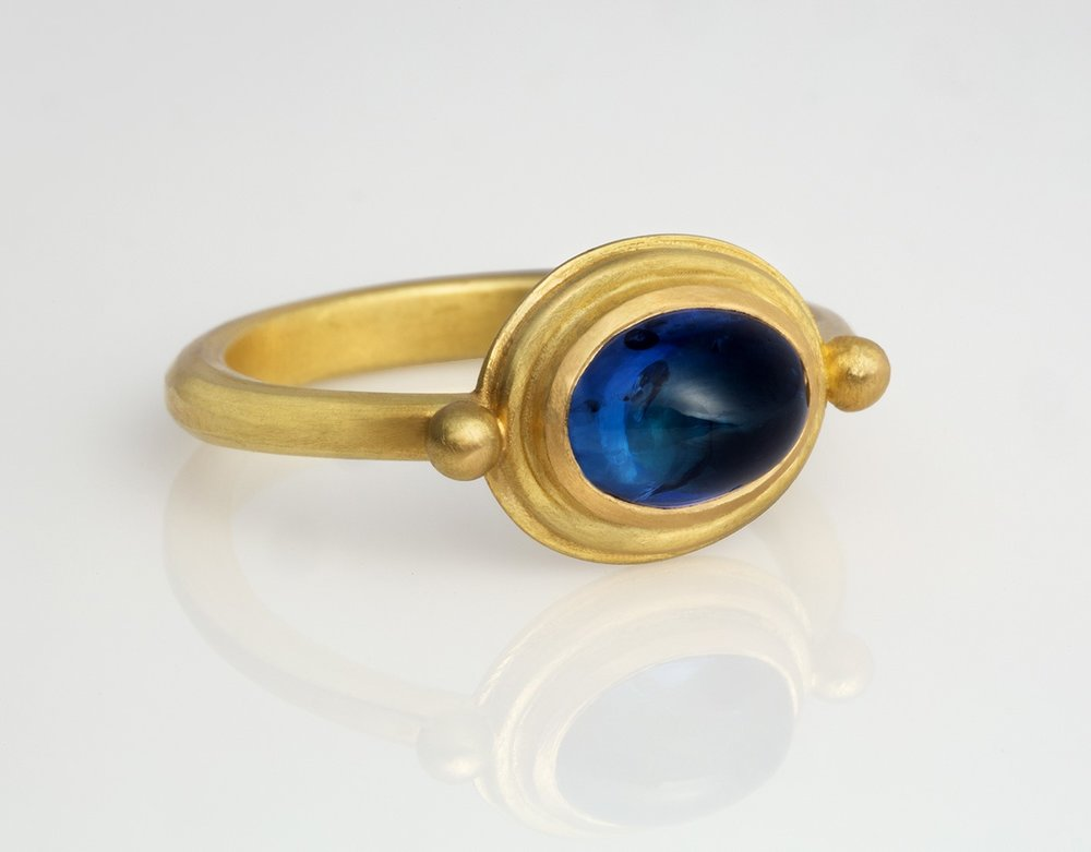 cabachon sapphire and 18ct Au750 ring.jpg