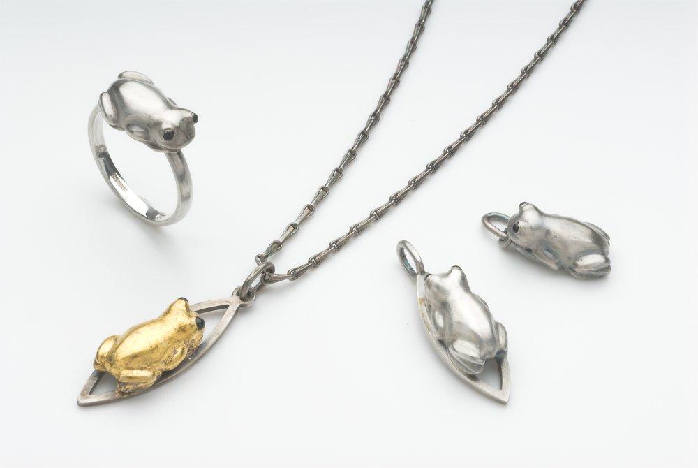 Chubby Frogs (pendants & ring) size 15×10×6mm silver, enamel paint, gold foil