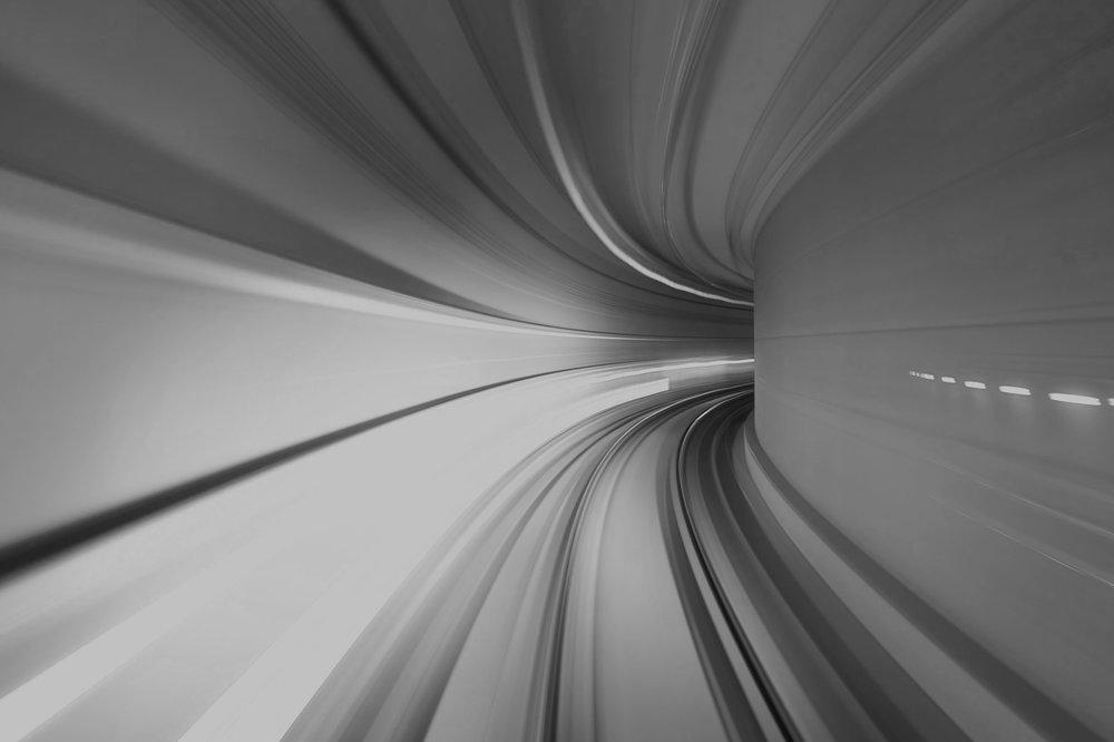 Aceleração de Plataformas - Inovações que aceleram o uso de novos negócios e plataformas tecnológicas. Novas estruturas definidas por software fornecerão saltos quânticos de eficiência e automação.