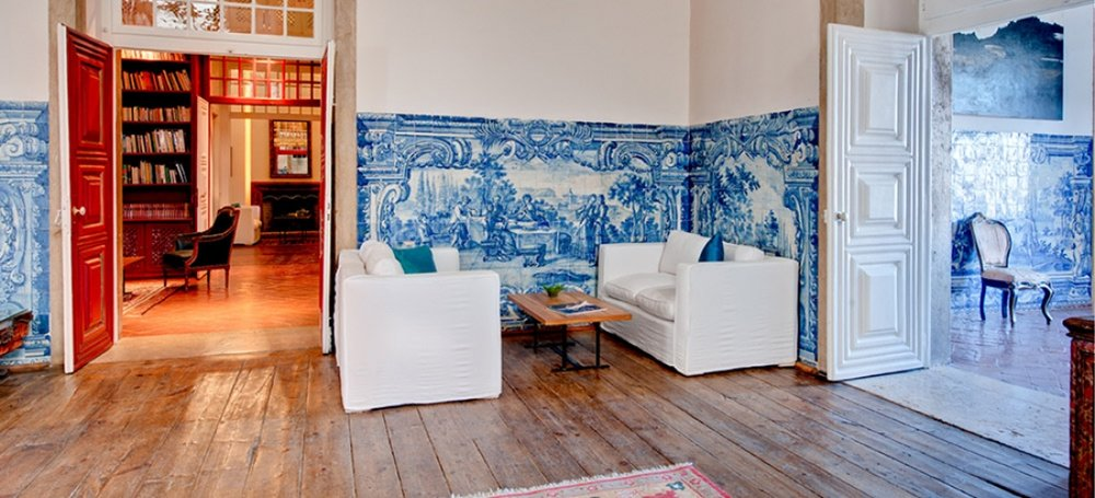 Palácio Belmonte public rooms, with their distinctive blue and white murals.