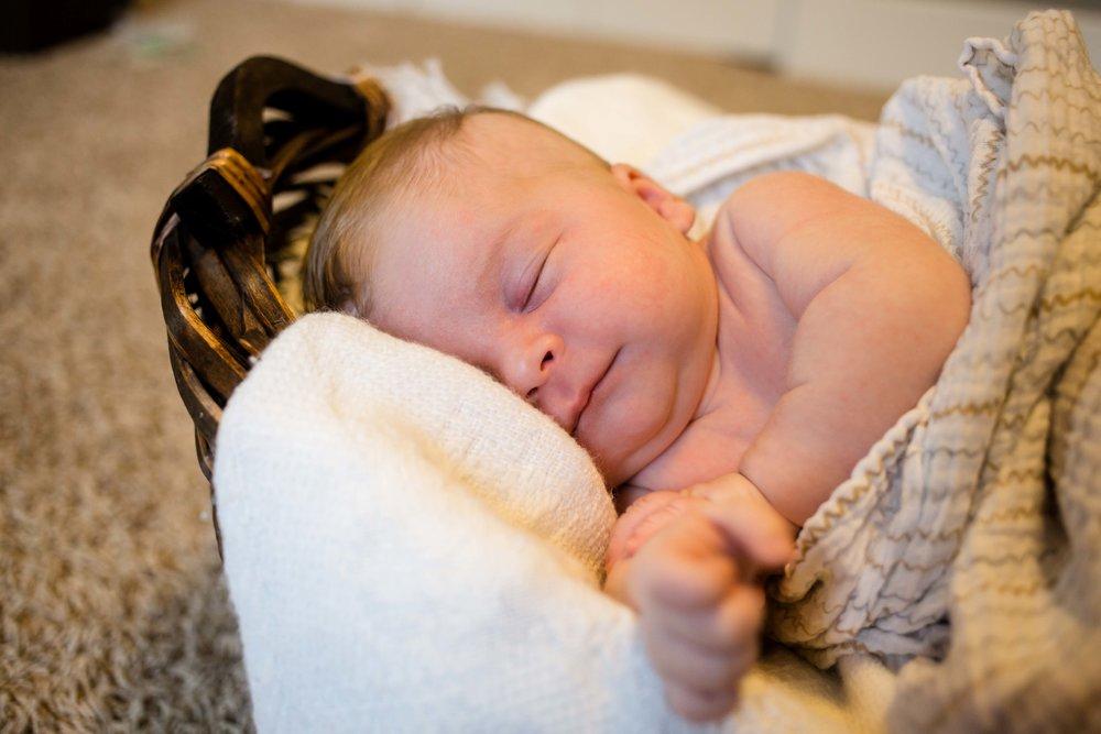 Isaiah_Newborn_21.jpg