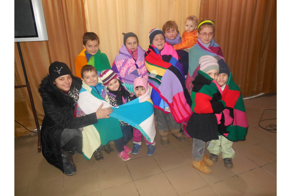 MDAU2014-286-09_229-100_CRI IN COM_Leova_Enjoying the received blankets.jpg