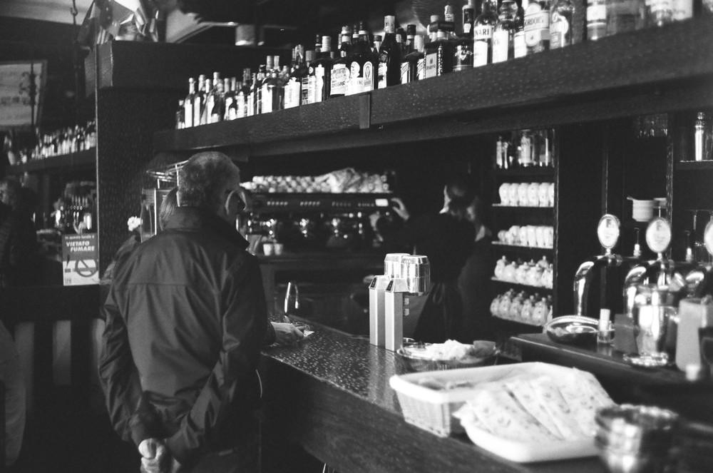 A beautiful bar near the ferry in Bellagio