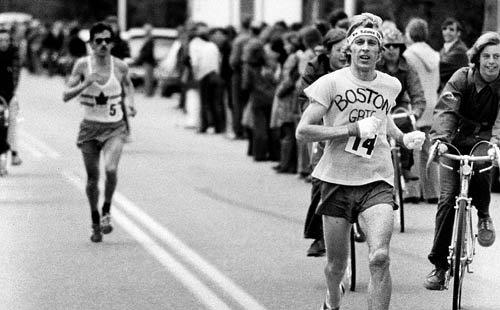 Bill Rodgers won his first Boston Marathon (1975) in a t-shirt.