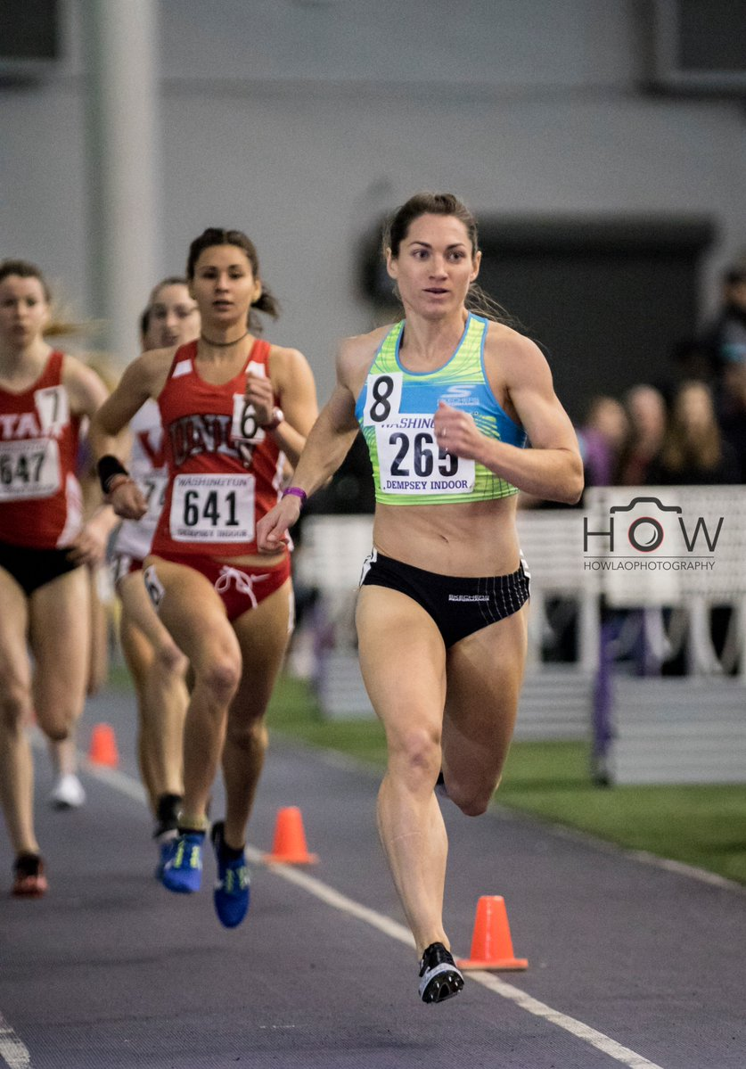 Anna Connor leading Section 2 of the Women's 1K at the 2017 UW Preview. Photo:  How Lao