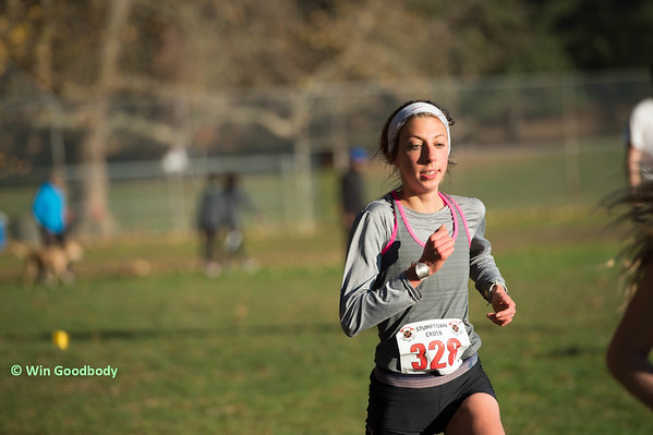 Ariel Beccia competes for High Performance West during the 2015 cross country season.