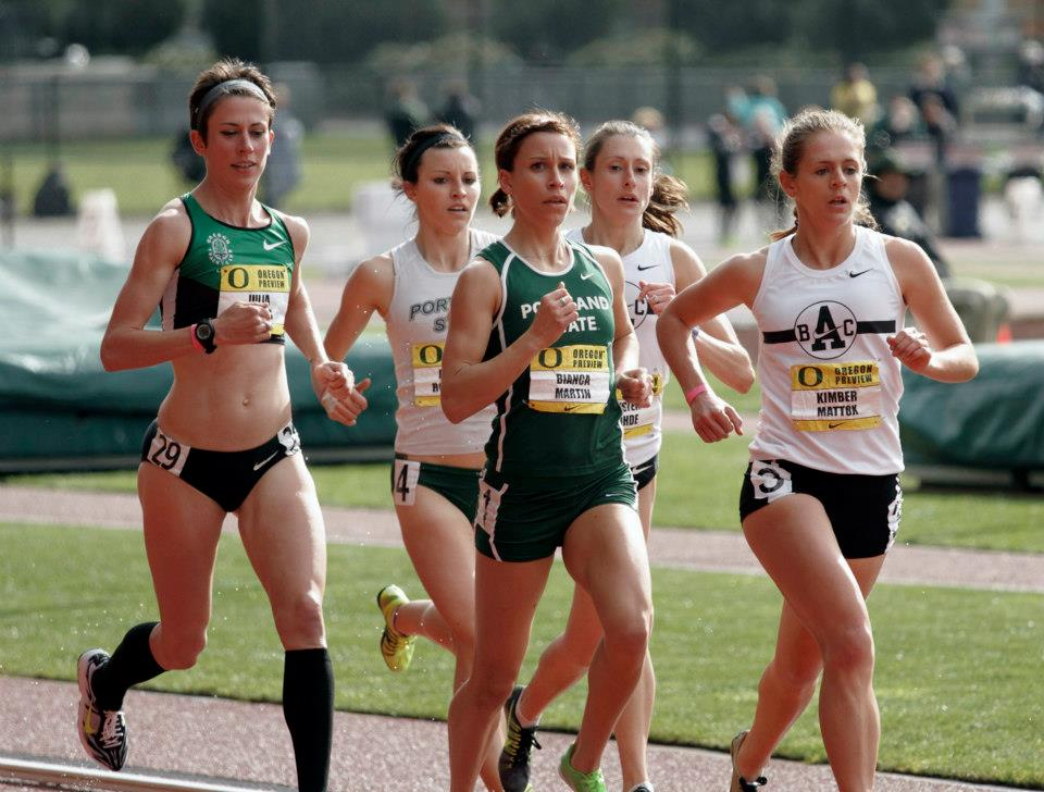 Amber Rozcicha (2nd from left) and Kristen Rohde (4th from left) compete at the  2013 Oregon Preview 3,000m  where they ran 9:47, 9:25 for 5th and 2nd place, respectively.
