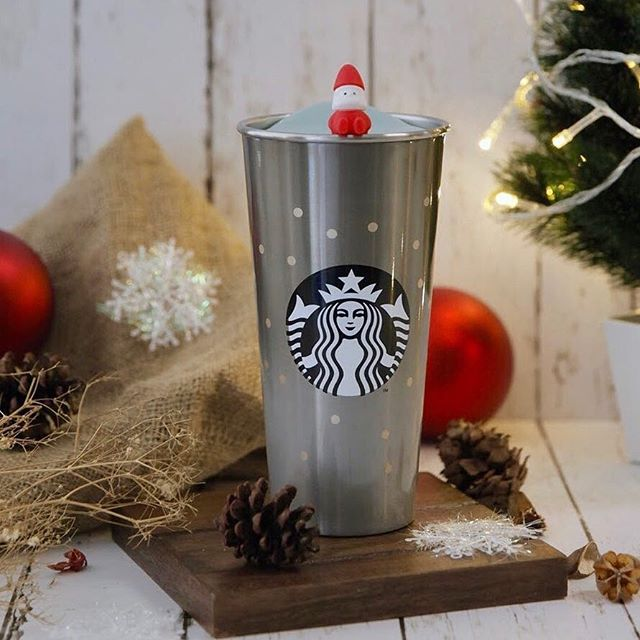 It might not be snowing here, but we surely can still celebrate #HolidaySeason! @starbucksindonesia . #moi #mallofindonesia
