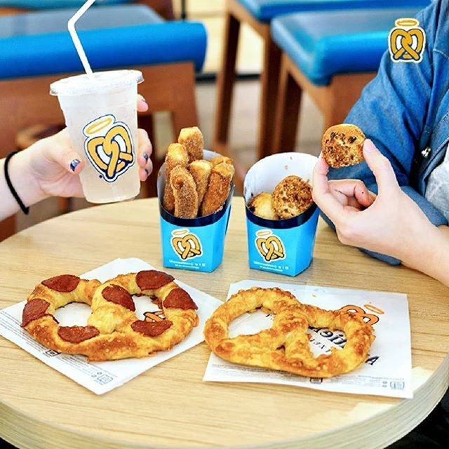 Weekend is coming! Yuk ajak keluarga dan orang terdekatmu ngemil pretzel di @auntieannesid .  Mall of Indonesia, 1st Floor .  #moi #mallofindonesia #AuntieAnnes #AuntieAnnesID #AuntieAnnesPretzels #pretzels #softpretzels #Pretzelicious #FreshlyBaked