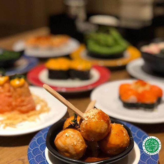 TGIF! Lagi ngidam makanan khas jepang? Ayoooo tunggu apalagi! Segera ajak semua keluarga dan teman ke @tomsushiidn .  Mall of Indonesia, 1st Floor .  #moi #mallofindonesia #tomsushi #sushijakarta #sushikelapagading #japanesefood