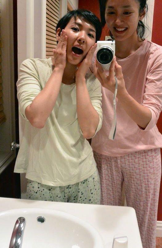 Got excited with matching pajamas. メイク落とし中のバスルーム。お揃いのパジャマで大はしゃぎ。