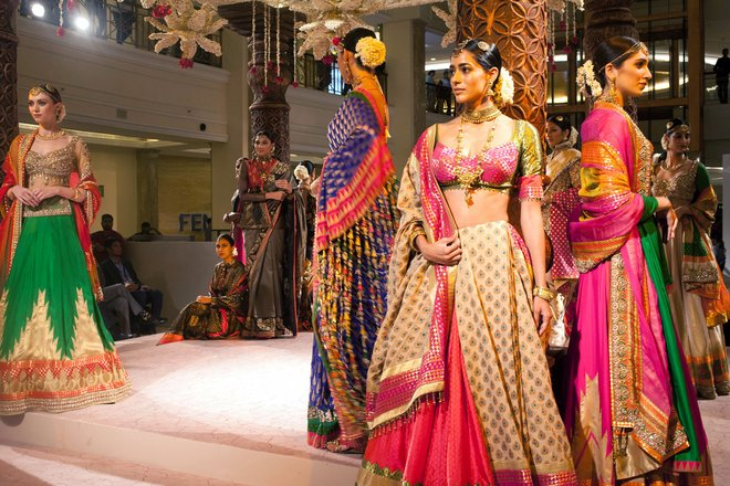 indian-bridal-fashion-week02.jpg