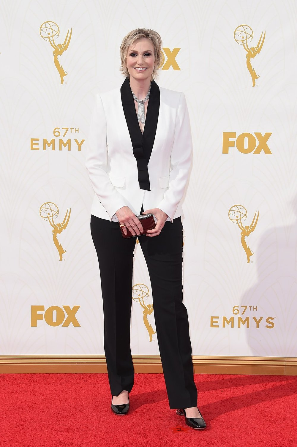 jane-lynch-emmys-red-carpet-2015.jpg