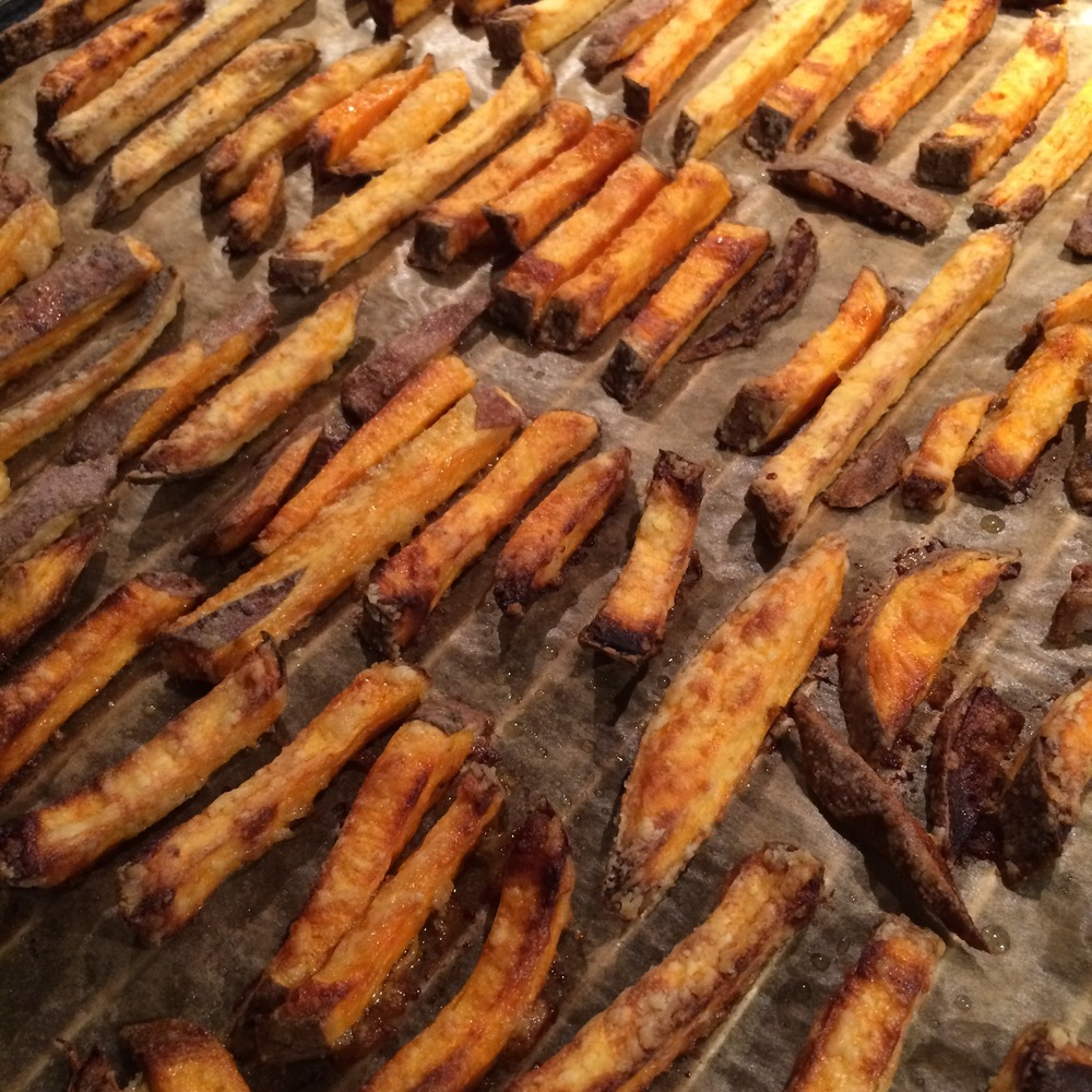 The perfect sweet potato fries {low fat, healthy and super crispy, yum}