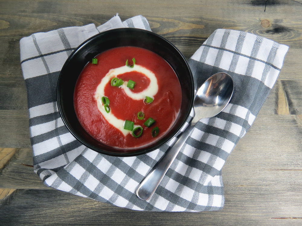 Rote Beete-Kartoffel-Suppe {Bring Farbe ins Spiel} - kitchen-impossible.com