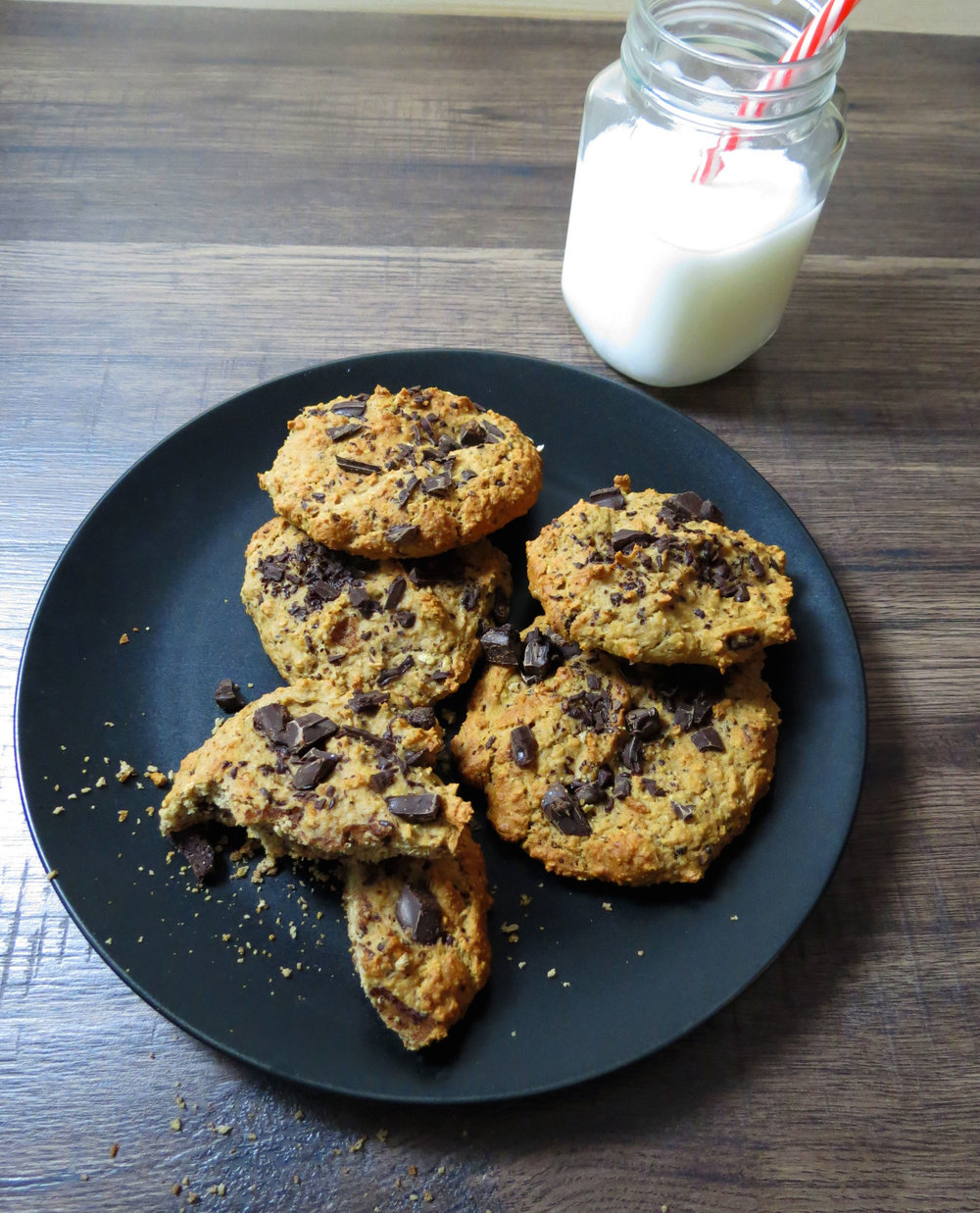 Low carb chocolate chip cookies {zucker- & mehlfrei} - kitchen-impossible.com