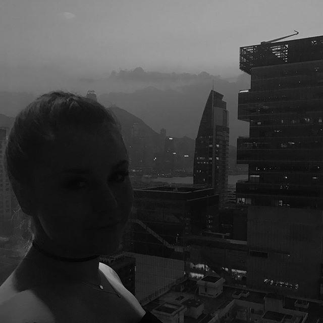 From dusk till dawn in Hongkong 🖤.. Hach ich liebe diese Stadt einfach. Aber morgen gehts schon weiter Richtung Vietnam #vacaymood