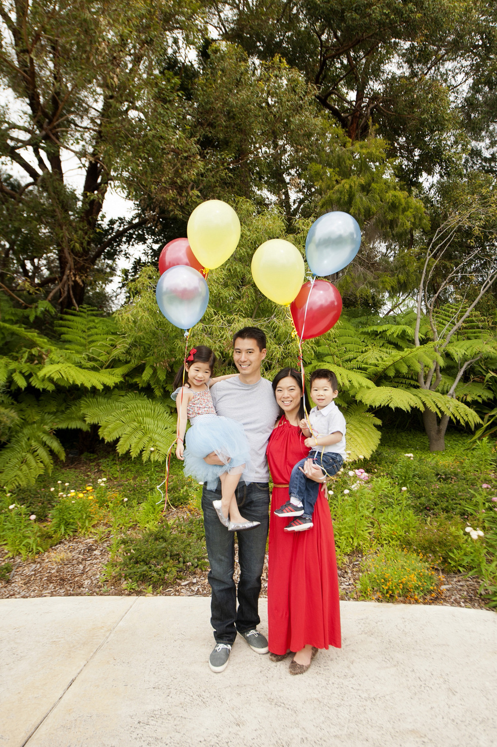 family portrait in kings park perth with helium balloons