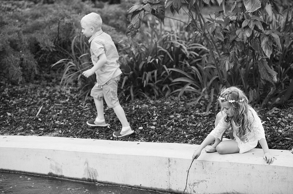 66 children playing at perth wedding black and white 069.jpg