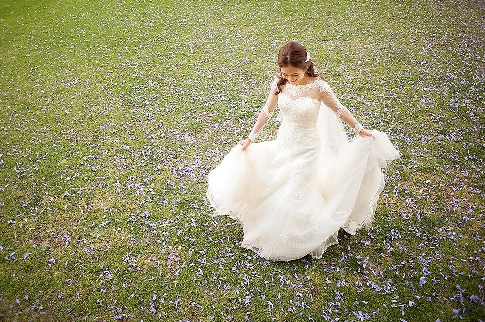 wedding photos in supreme court gardens perth