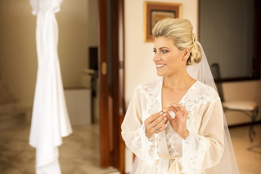 10bride in lace robe wedding perth11.jpg