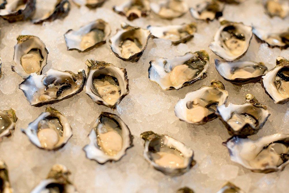 38 oyster bar wedding perth deray simcoe.jpg