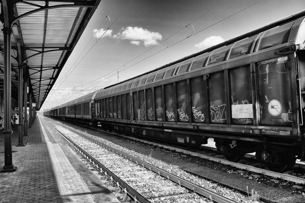 converging train lines