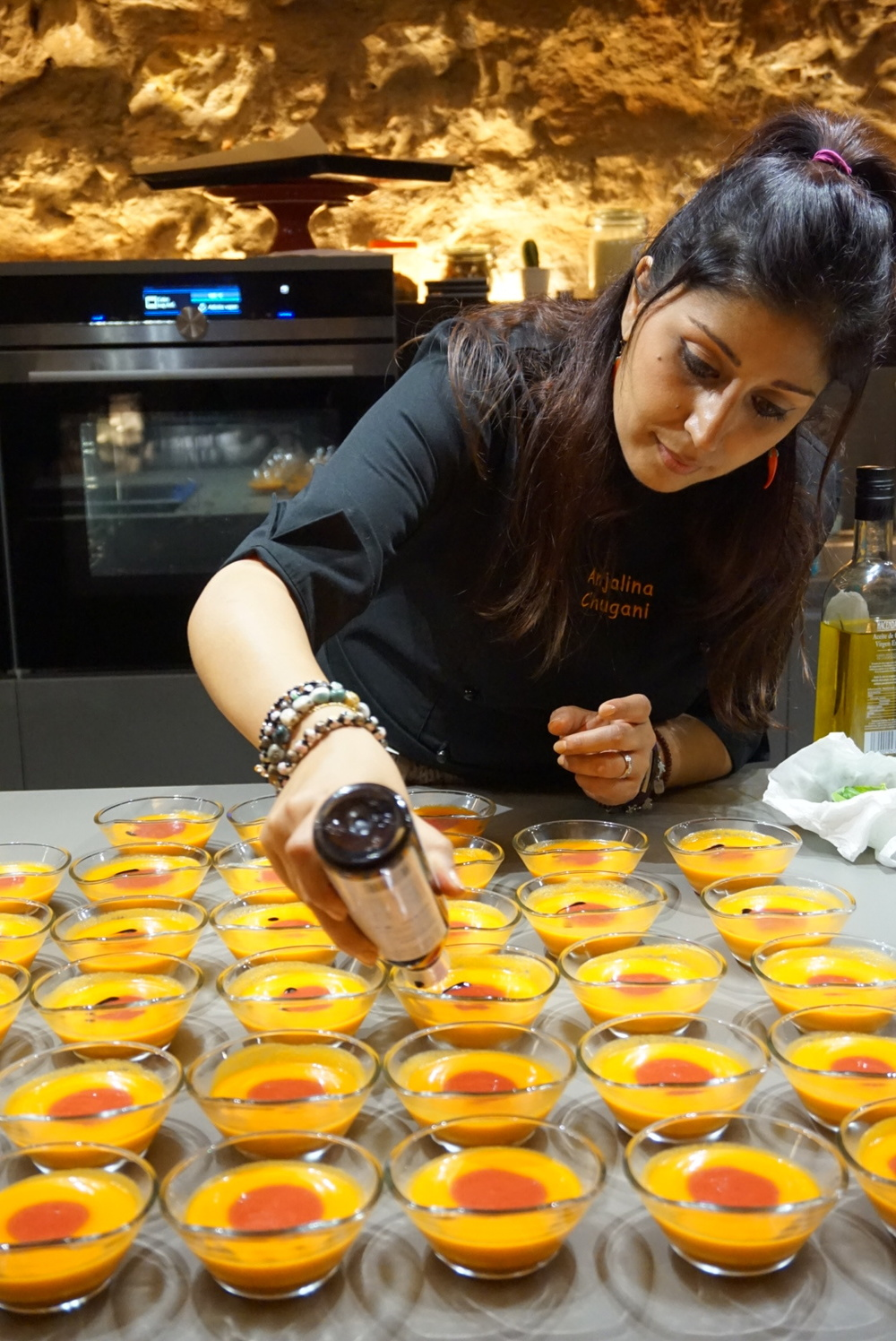 Anjalina Chugani preparing the dishes for the Foodie Pop Up Experience